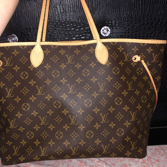 Louis Vuitton Handbags - Authentic LV GM Neverfull Included Dustbag Box Ect 4f882739c3